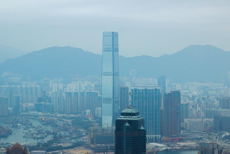 从维多利亚峰顶的玻璃摩天大楼香港市视图 鸟瞰图摩天大楼和商业中心在香港市 免版税库存图片