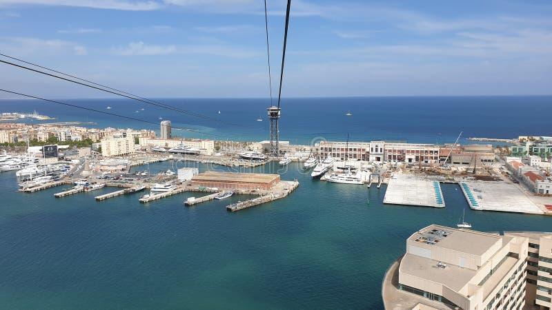 从缆索铁路的美好的巴塞罗那海视图 免版税库存图片