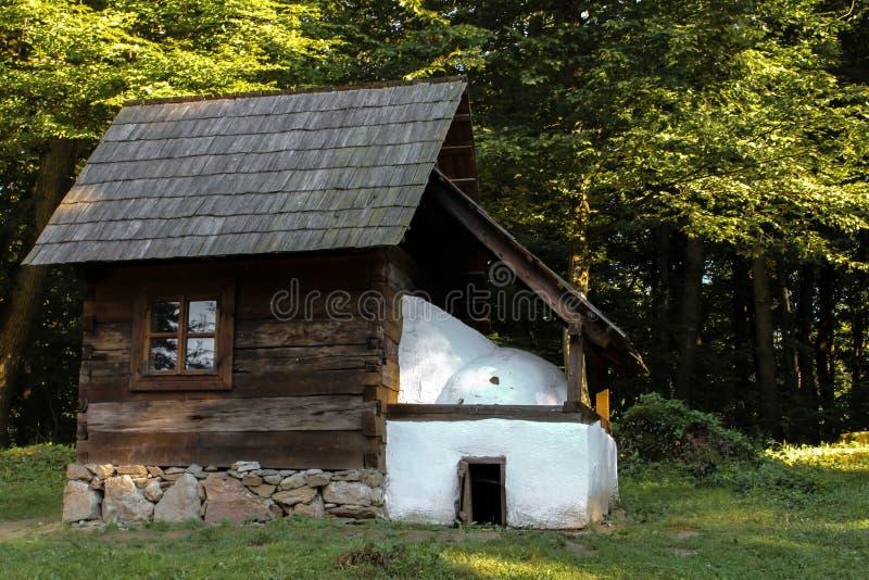 从罗马尼亚的传统农村房子 免版税库存照片