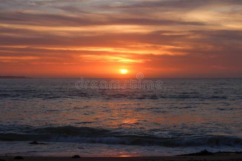 从美国加利福尼亚州蒙特雷县沙城海滩欣赏日落美景 免版税库存图片