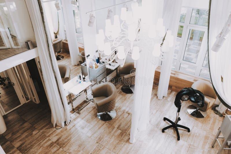 从美容院上的看法与白色内部 库存照片