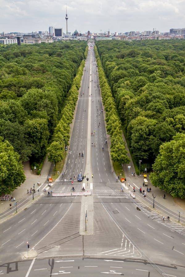从胜利专栏上面的大道视图在柏林,德国 免版税库存照片