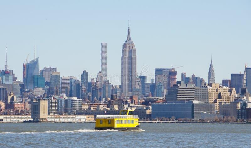 从自由国家公园的看法在往曼哈顿地平线的泽西市在纽约 库存照片