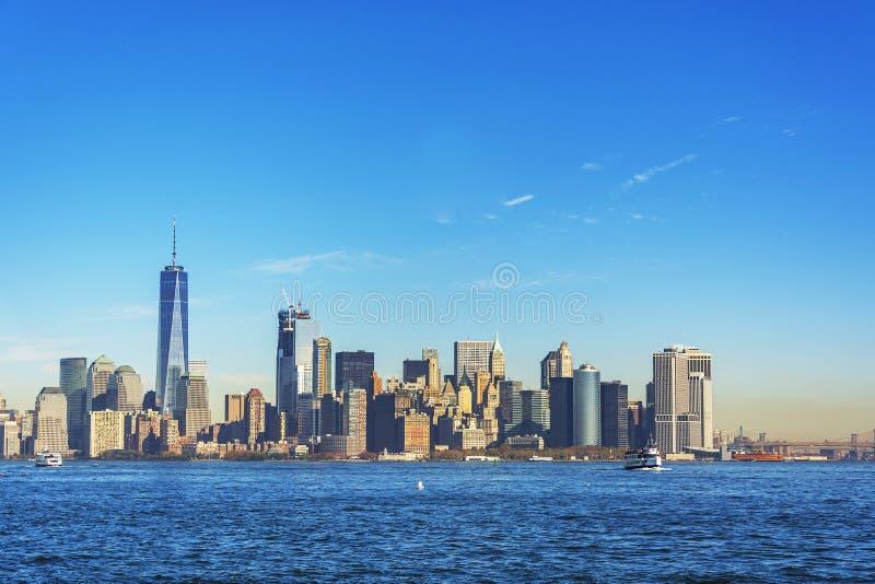 从自由岛的纽约地平线 免版税库存照片