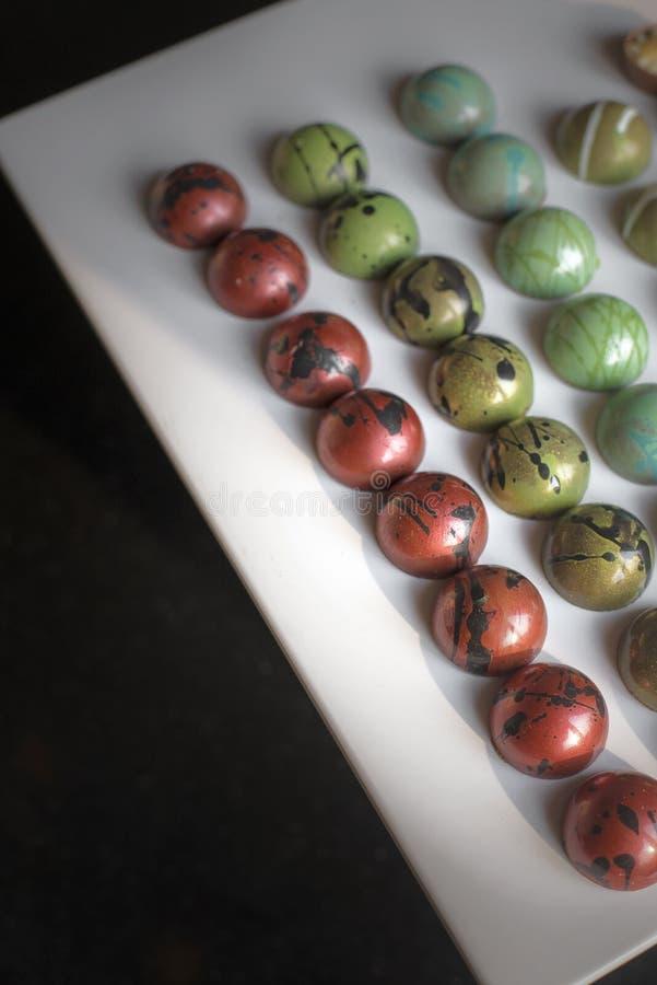 从色的seet巧克力的现代箱子甜点 免版税库存照片