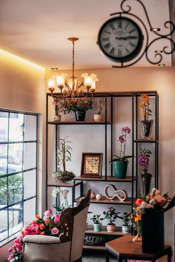 从花店的一vitrine 免版税库存图片