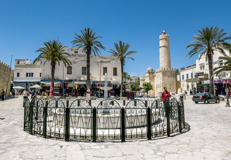 从苏斯Ribat堡垒的墙壁的看法在Tunisi 免版税图库摄影