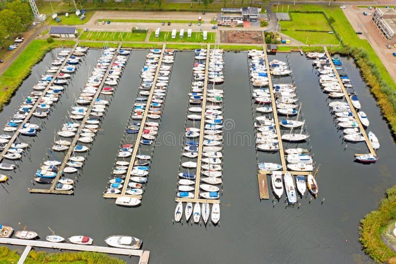 从荷兰阿尔米尔港起飞的航空器 免版税库存照片