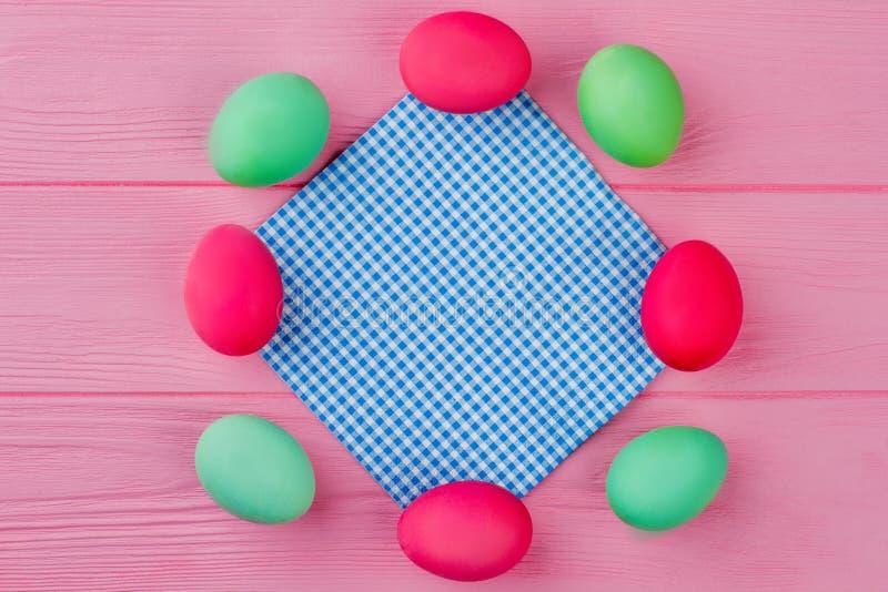 从葡萄酒颜色复活节彩蛋的框架 图库摄影