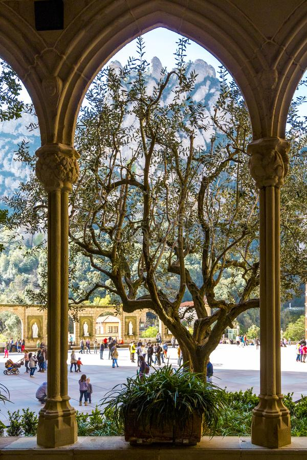 从蒙特塞拉特修道院的曲拱窗口的种类  库存图片