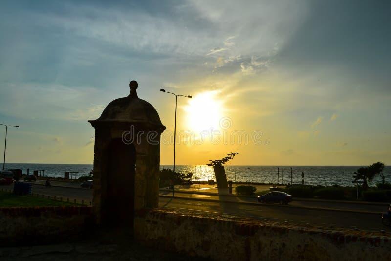 从被围住的市的日落卡塔赫钠在哥伦比亚 库存图片