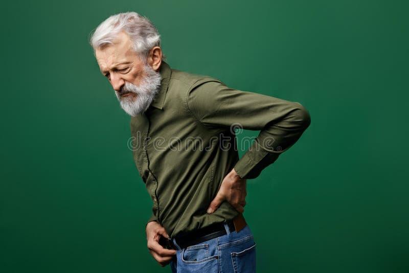 从被提到的痛苦的老人痛苦在后面 免版税库存照片