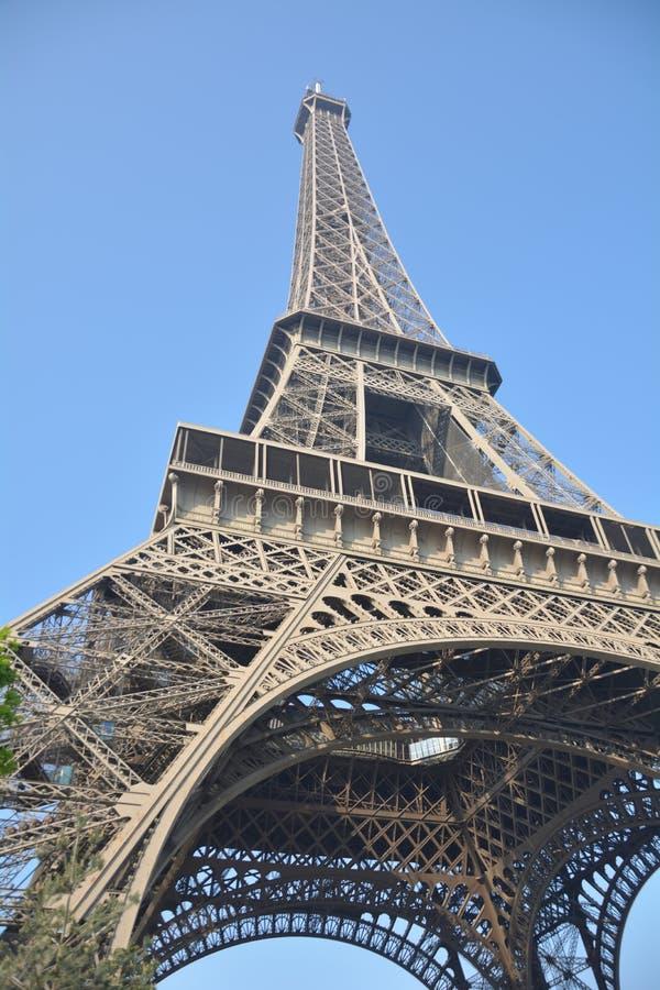 从角落的埃菲尔铁塔 免版税库存图片