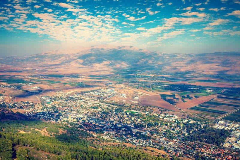 从谢莫纳城市,以色列马纳拉峭壁的看法  库存图片