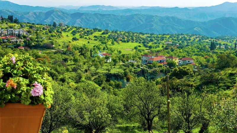 从豪华旅馆,未触动过的农村自然,绿色风景的美丽的景色 免版税库存图片