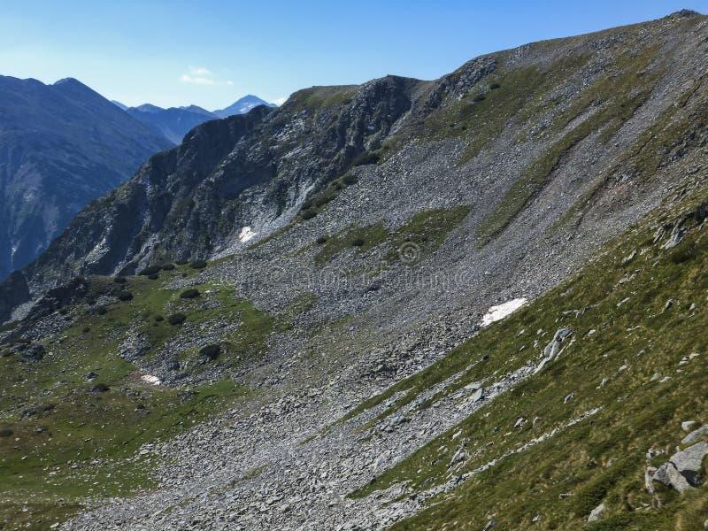 从路线的惊人的风景到攀登Vihren峰顶, Pirin山 免版税库存照片