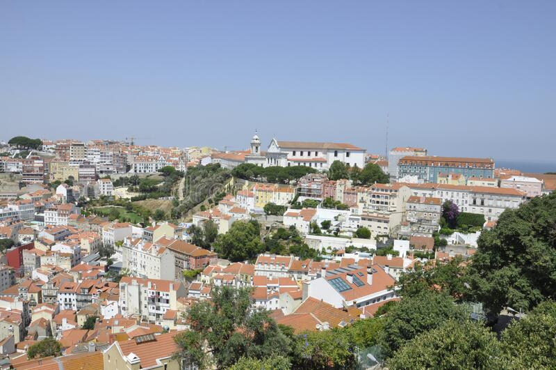 从里斯本基亚多区的Miradouro Alcantara酒店欣赏全景 免版税图库摄影