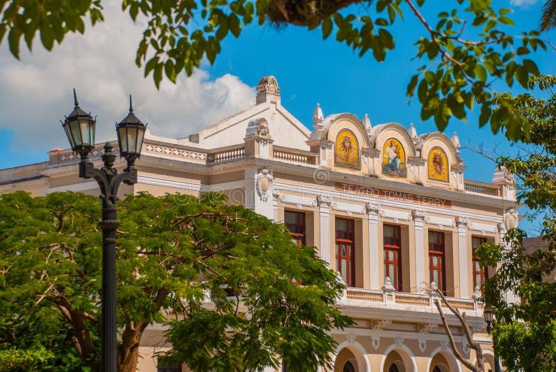 从里边Tomas特里剧院在西恩富戈斯,古巴 免版税图库摄影