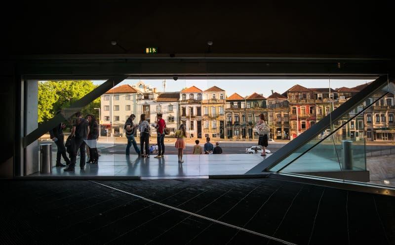 从里面的一个看法自外部 波尔图 葡萄牙 免版税图库摄影