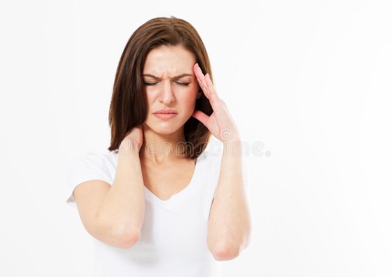 从重音的深色的妇女做鬼脸在痛苦中的痛苦或头疼,她拿着后面她的脖子用她的其他手 库存图片