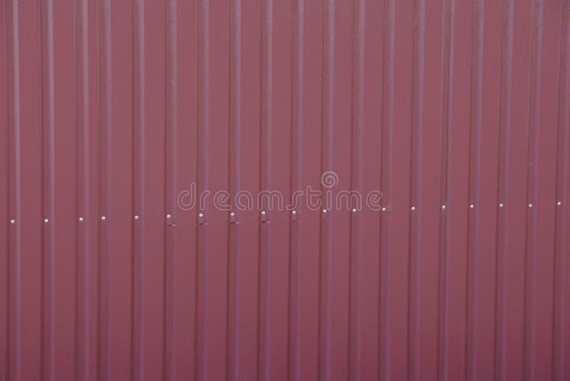 从镶边铁篱芭墙壁的布朗红色金属纹理 图库摄影