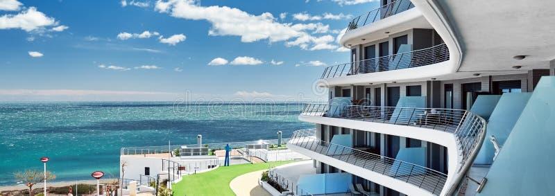 从阳台的播种的水平的图象陆间海视图 西班牙 免版税库存照片