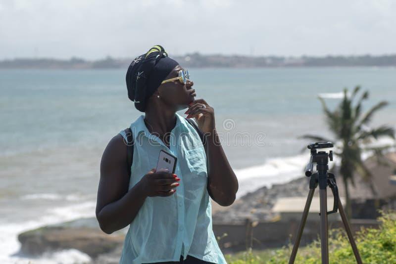 从阿克拉的女性模型访问塔科拉迪加纳 免版税库存照片