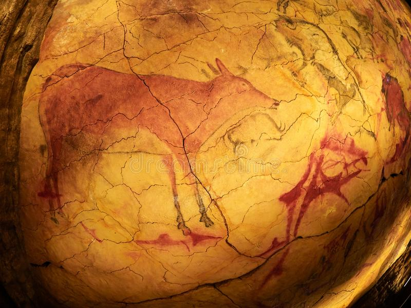 从阿尔塔米拉天花板的图画在海边的散提亚拿,坎塔布里亚,西班牙陷下 库存照片