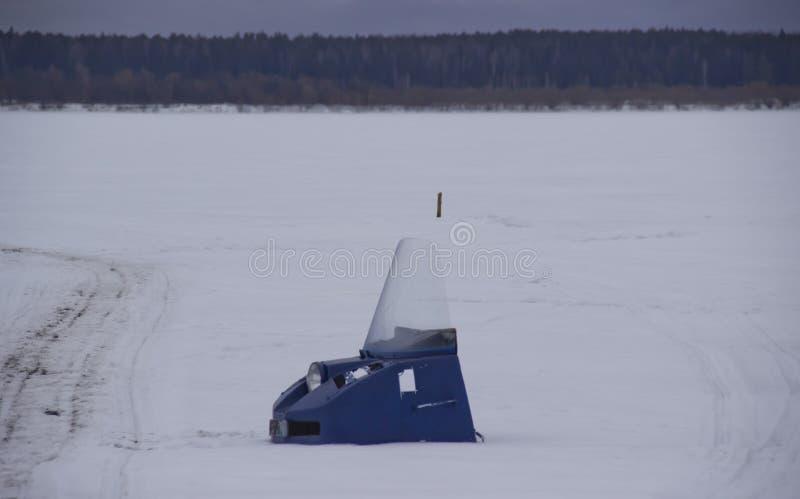 从雪上电车的敞篷 免版税库存照片