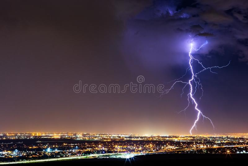 从雷暴的雷击在帕索,得克萨斯 库存照片