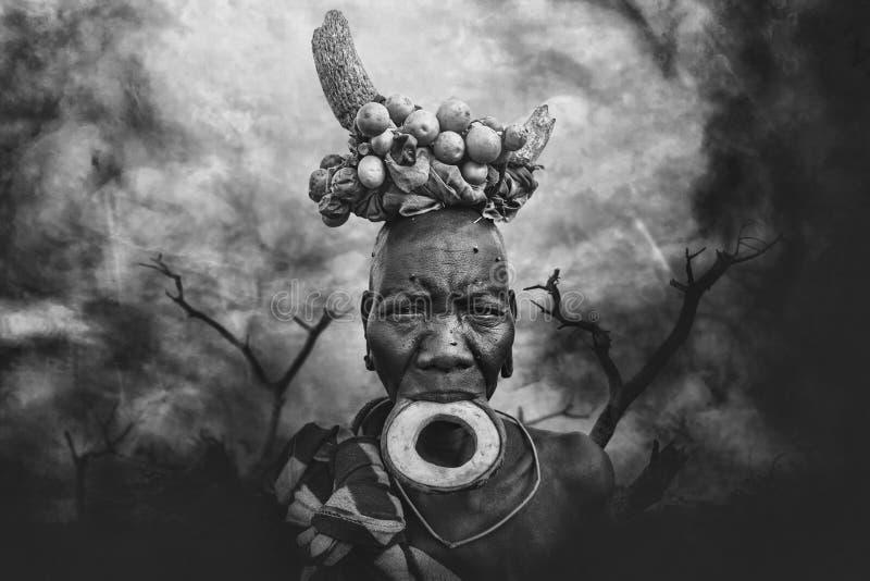 从非洲部落Mursi,埃塞俄比亚的妇女 免版税库存图片