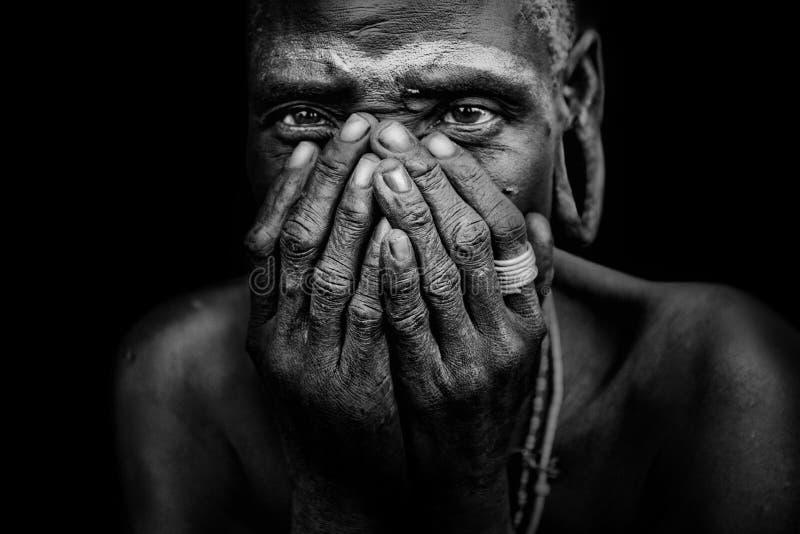 从非洲部落Mursi,埃塞俄比亚的老妇人 库存照片