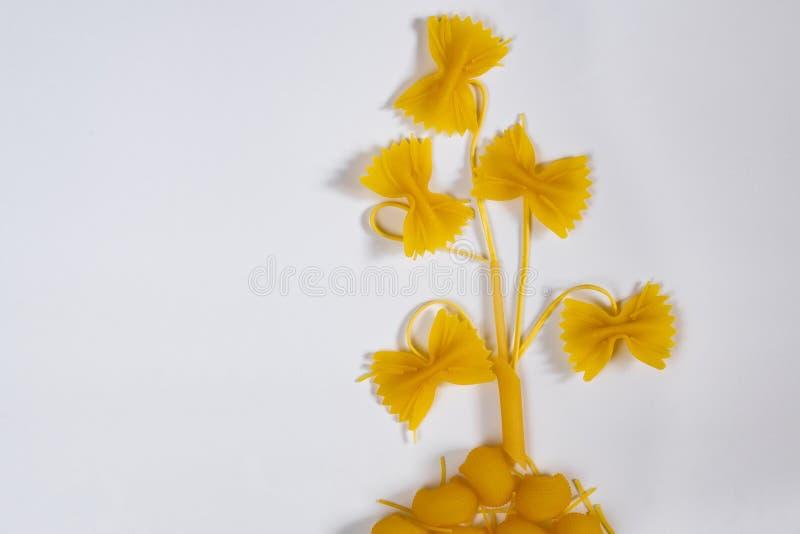 从面团不同的美丽的花  免版税库存照片