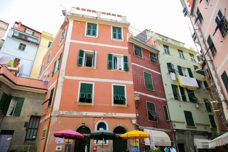 从韦尔纳扎的典型的五颜六色的意大利建筑学 免版税库存照片