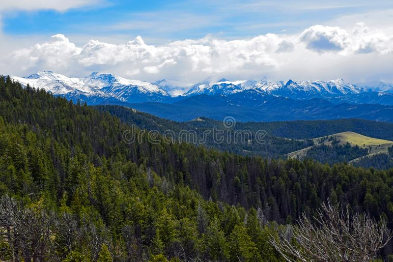 从风景高速公路296,怀俄明的Absaroka范围 免版税库存照片