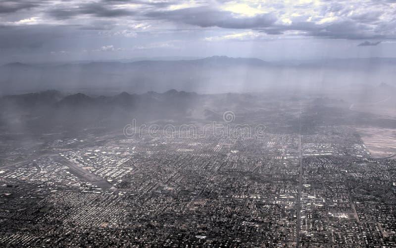 从飞机的热和朦胧的菲尼斯亚利桑那 免版税图库摄影