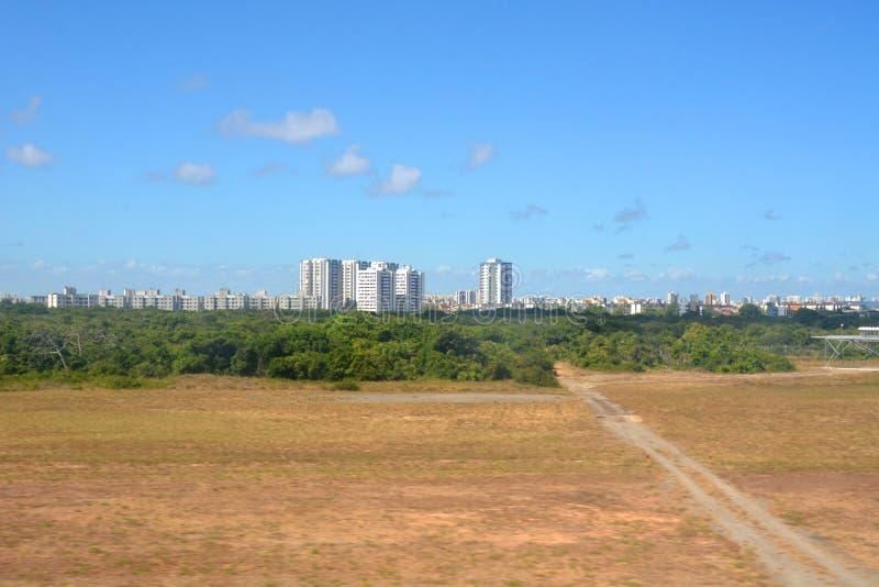 从飞机窗口到巴西阿拉卡茹的视图 库存图片