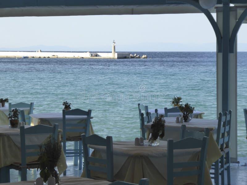 从餐馆大阳台的看法在港口晴天 库存照片