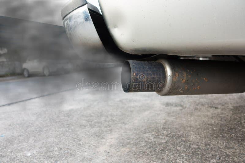 从黑汽车的大尾气 库存照片