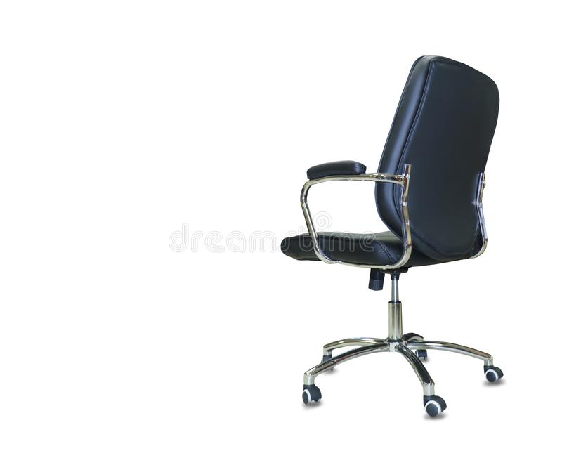 从黑皮革的现代办公室椅子 查出 免版税库存照片