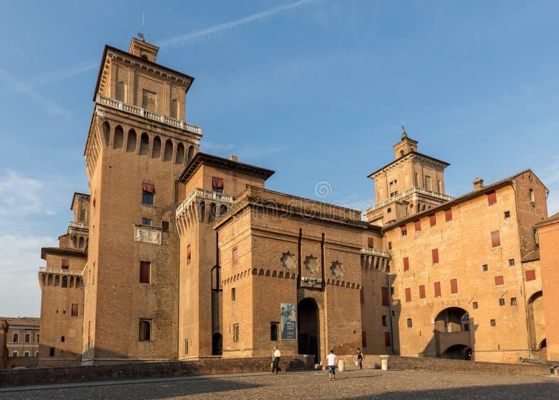 从14世纪防御Estense,四耸立的堡垒,费拉拉,伊米莉亚罗马甘,意大利 免版税库存图片