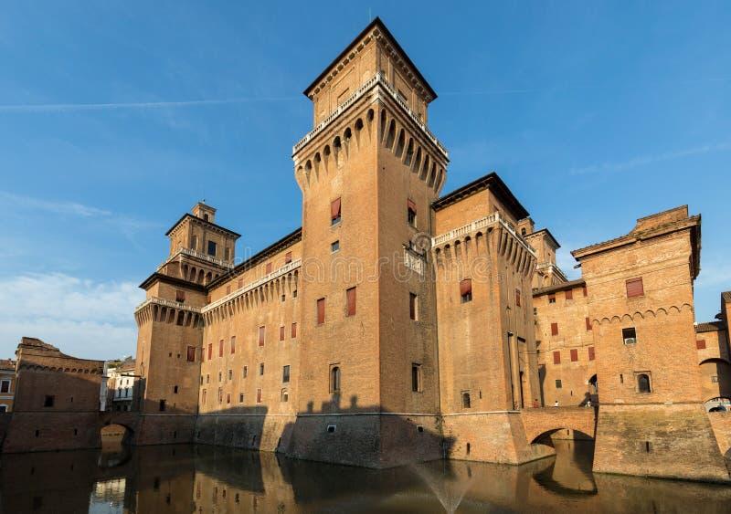 从14世纪防御Estense,四耸立的堡垒,费拉拉,伊米莉亚罗马甘,意大利 免版税图库摄影