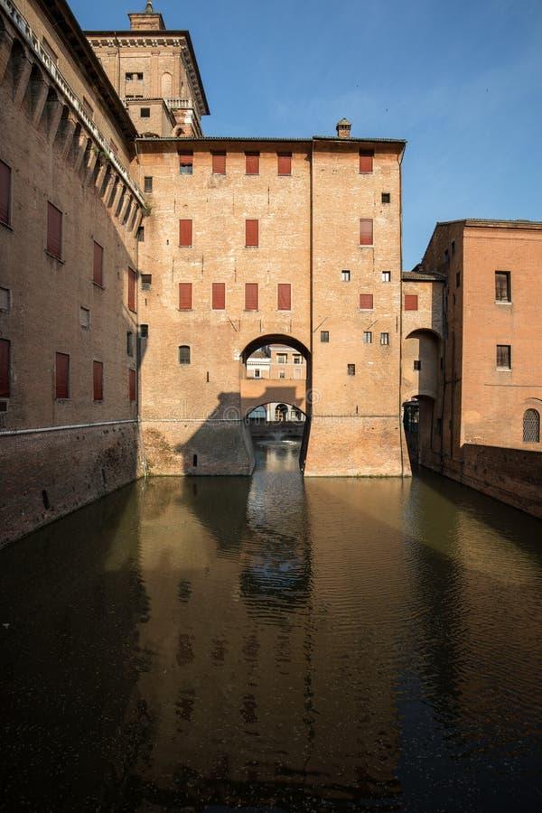 从14世纪防御Estense,四耸立的堡垒,费拉拉,伊米莉亚罗马甘, 库存照片