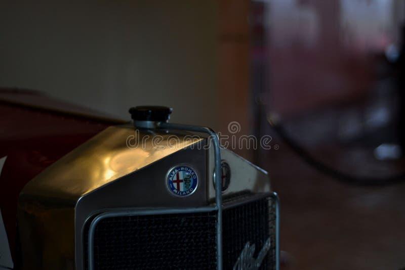 从coppa di sicilia汽车的阿尔法・罗密欧商标 图库摄影