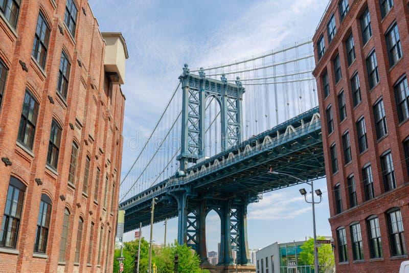 从Dumbo看见的曼哈顿桥梁,布鲁克林, NYC 免版税库存照片