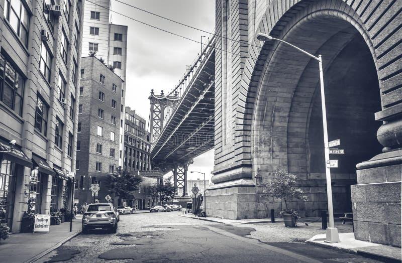 从Dumbo,布鲁克林的曼哈顿大桥视图 免版税库存照片