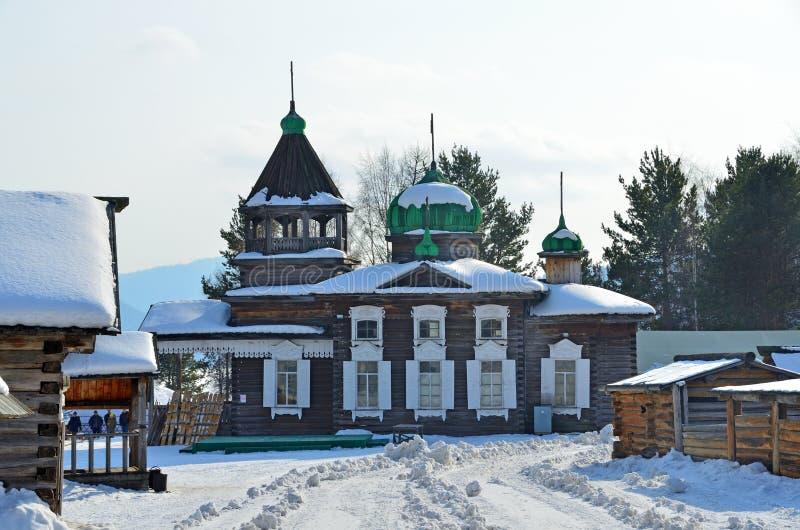 从Dyadino村庄的古老三位一体Troitskaya教会在Taltsy,伊尔库次克地区,俄罗斯村庄  图库摄影