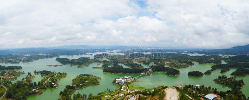 从El被看见的Guatape湖Penon的顶端在哥伦比亚 库存照片