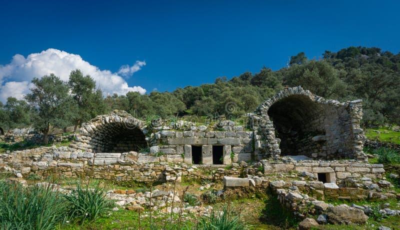 从Euromos古城废墟的古老陵墓细节 米拉斯,艾登,土耳其 南大墓地 老被破坏的曲拱 希腊语和 库存图片