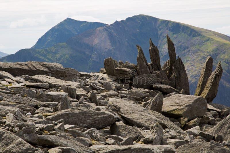 从Glyder Fawr山观看的斯诺登山峰顶 免版税库存照片